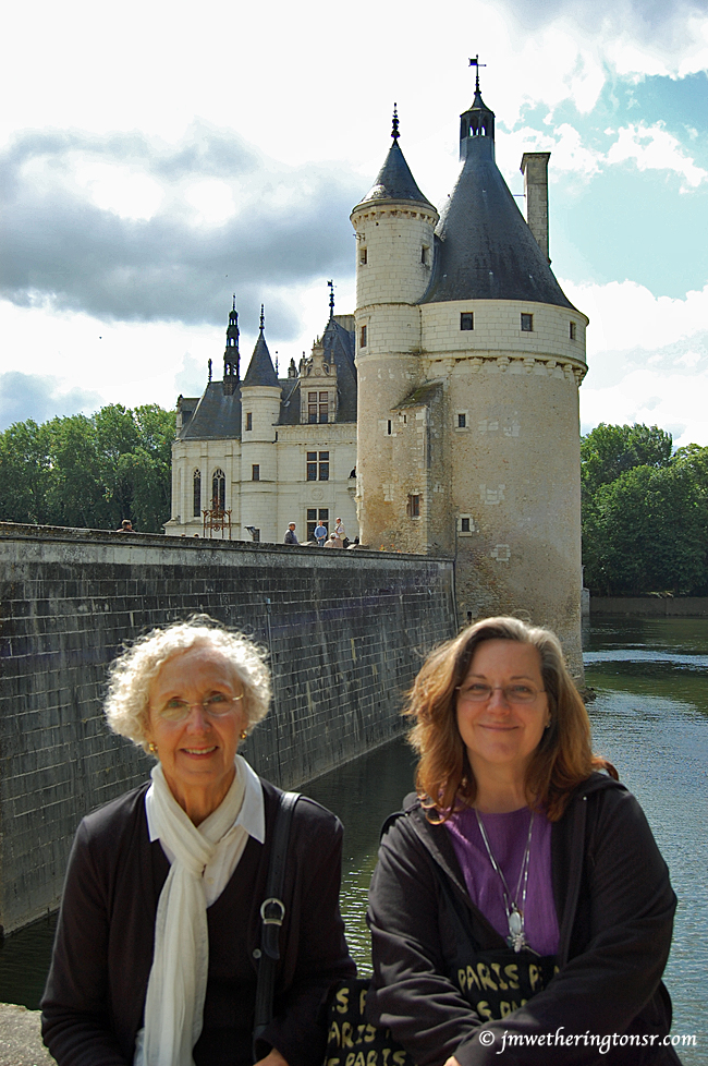 Cindy and her mom at Château de Chenonceau