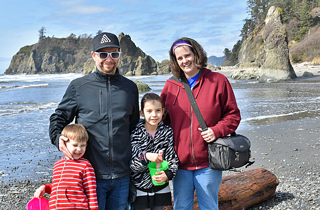 Jeremy, Wendy, Jade, and Maxwell on Ruby Beach.